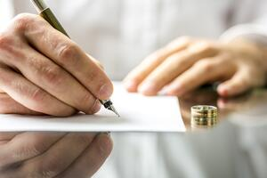 How to Gracefully Handle the Situation When Divorce Papers Arrive-1